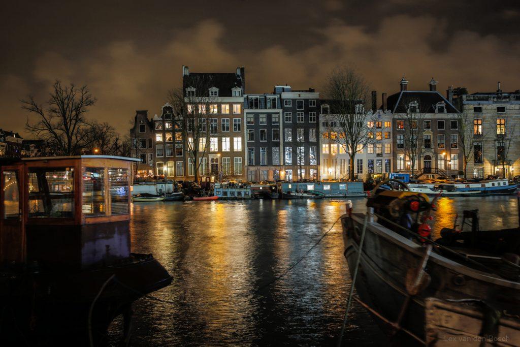 Nachtfotografie met statief aan de Amsterdamse Amstel