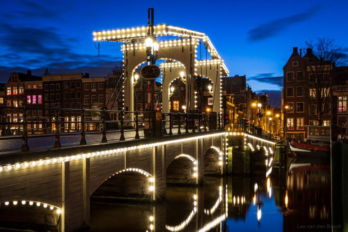 Amsterdam tijdens het blauwe uurtje